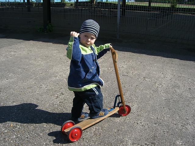 Styrk dit barns balanceevne med et løbehjul og en løbecykel